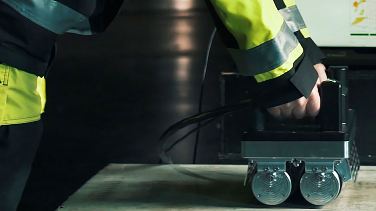Rolling scanner on concrete